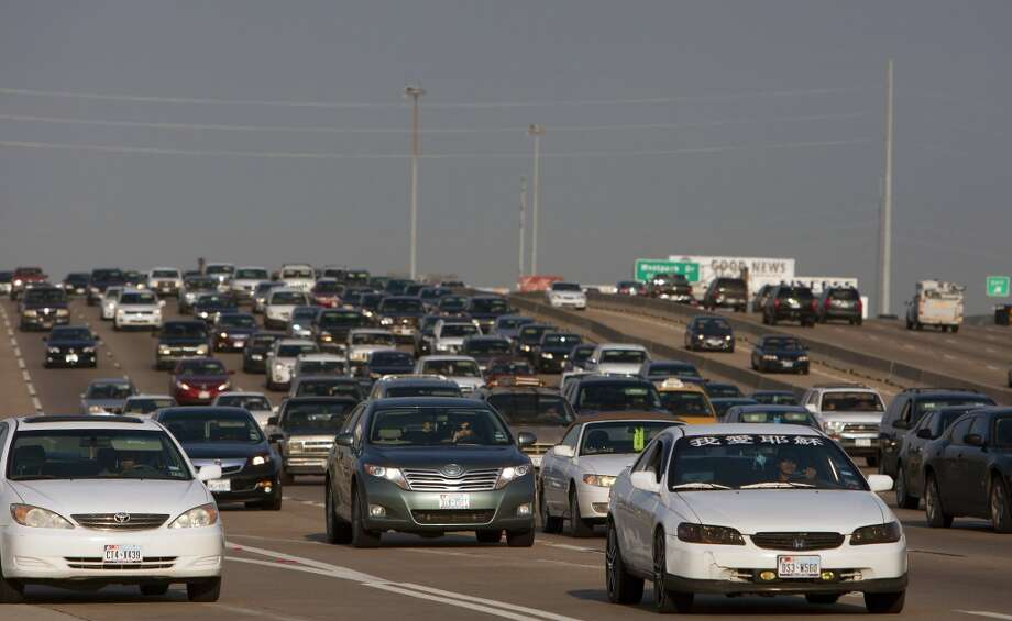 The rush-hour trip from downtown to Intercontinental Airport via Highway 59 is the longest city-to-airport drive in the country for big cities. The drive is 49 minutes during rush hour (4 to 6 p.m.), instead of a usual 20 minutes. Photo: Cody Duty, Houston Chronicle