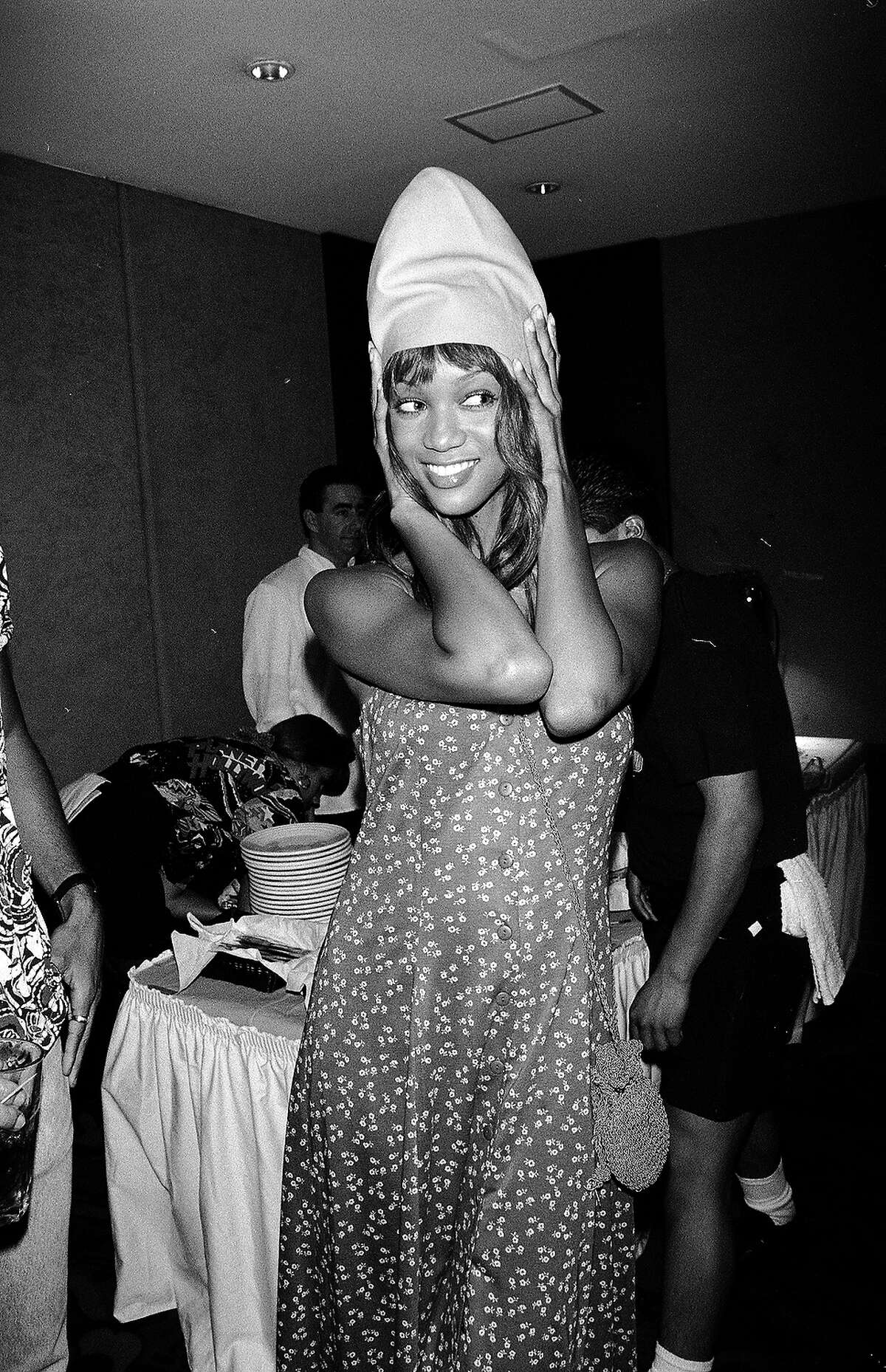 Tyra Banks inexplicably wears a cone head in 1993.