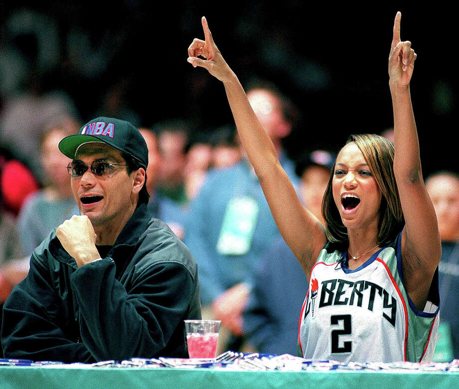 Actor Jimmy Smits (L) and model Tyra Banks (R) react as they judge the Celebrity Slam Dunk contest during the 1998 All-Star Weekend at the Jacob Javits Convention Center 07 February in New York. Photo: STAN HONDA, AFP/Getty Images / AFP