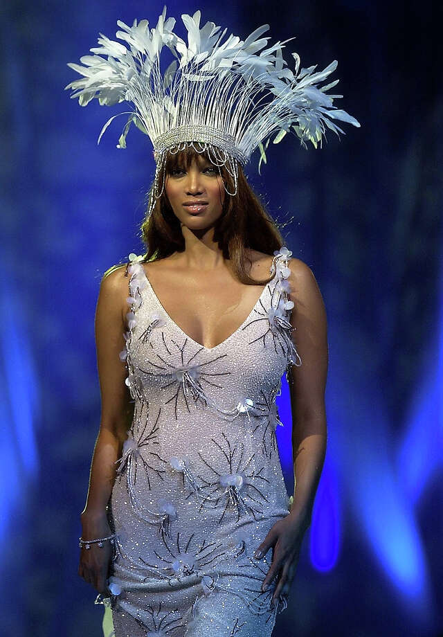 Tyra Banks wears a Patric Casey outfit during the Collins Cup fashion event at the RDS Simmonscourt in Dublin, Ireland on December 4, 2002. Photo: Jamie McDonald, Getty Images / 2002 Getty Images