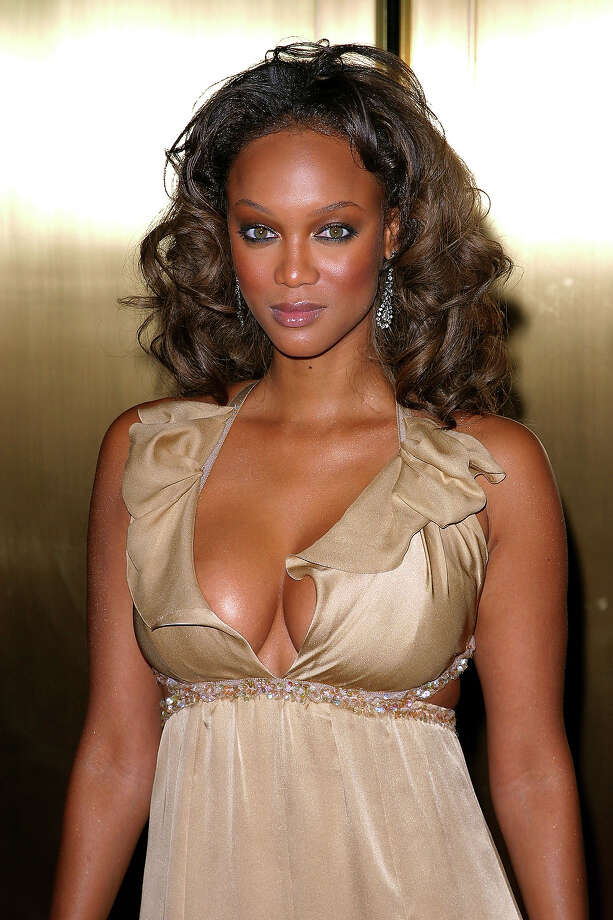 Tyra Banks during 2002 VH1 Vogue Fashion Awards - Arrivals at Radio City Music Hall in New York City. Photo: James Devaney, WireImage / WireImage