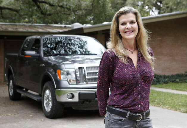 Tracey Zettner, a sales representative for Razor Specialties,  drives at least 300 miles a day for work around the Eagle Ford Shale. Photo: Cynthia Esparza / For The Express-News