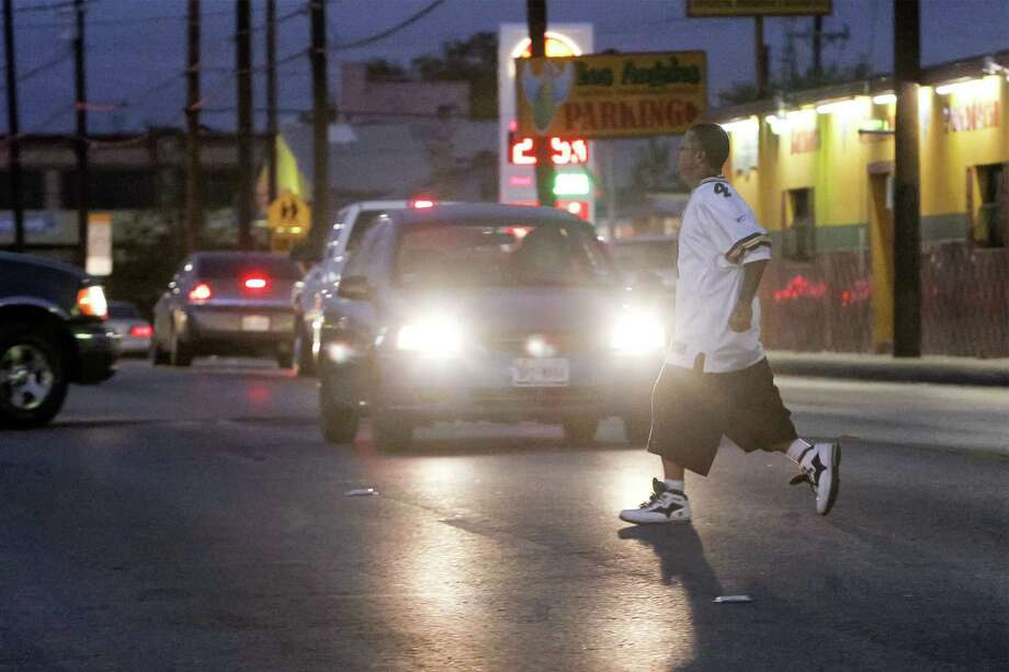 A pedestrian crosses the 200 block of North Zarzamora at dusk on Nov. 19. Zarzamora has been the scene of numerous auto-pedestrian accidents in recent years. Photo: Marvin Pfeiffer / Southside Reporter