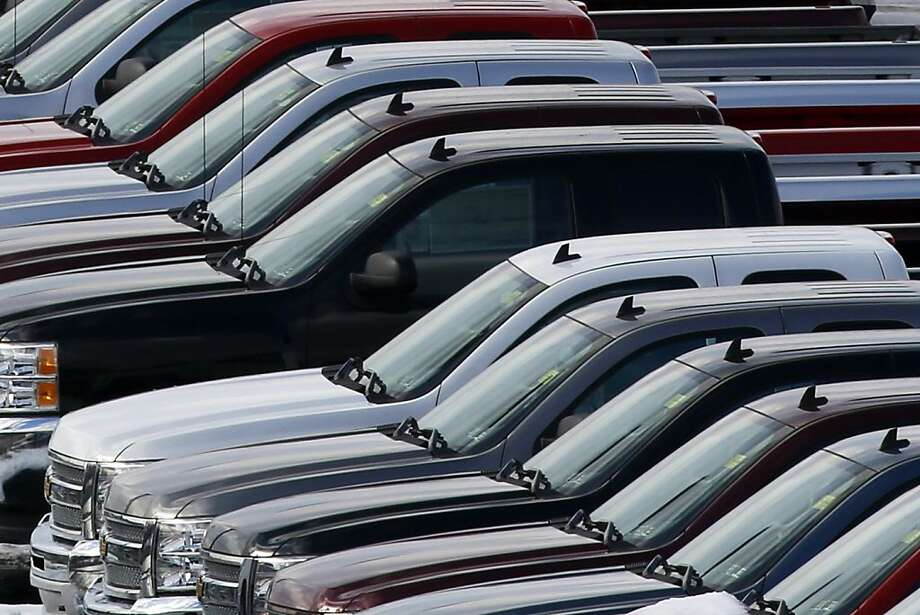 Data show that auto dealerships were overstocked in October, and dealers are awaiting figures from the November report to see if sales have improved. Photo: Gene J. Puskar, Associated Press