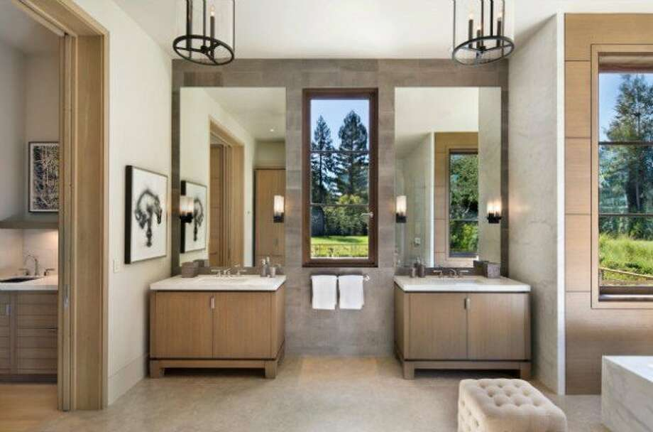 Another glassy bathroom. Photos via Trulia and Pacific Peninsula Group.