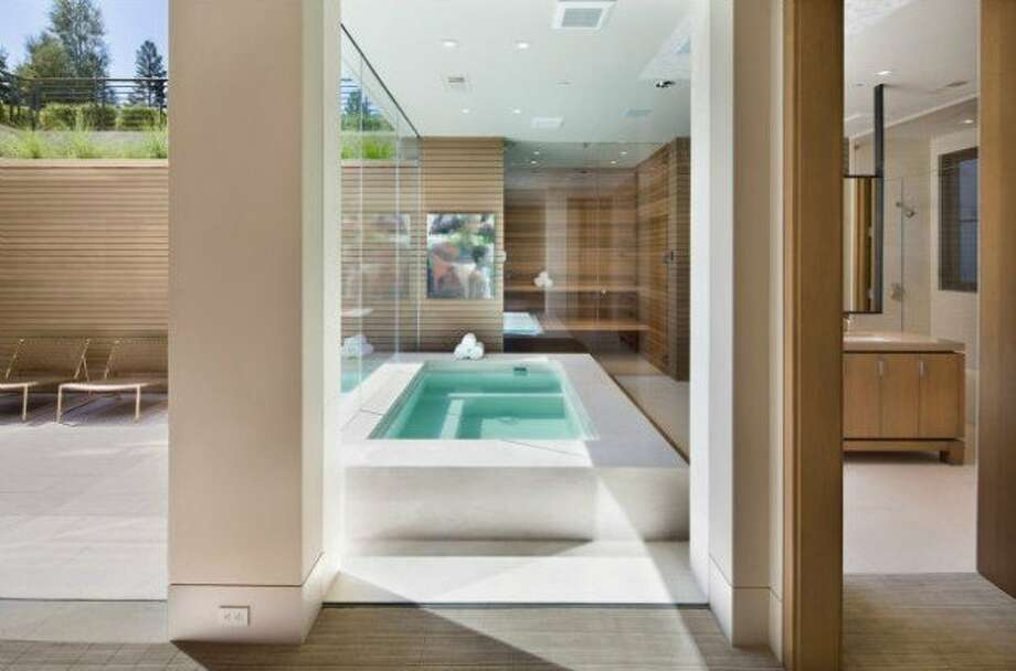 Private spa! Photos via Trulia and Pacific Peninsula Group.