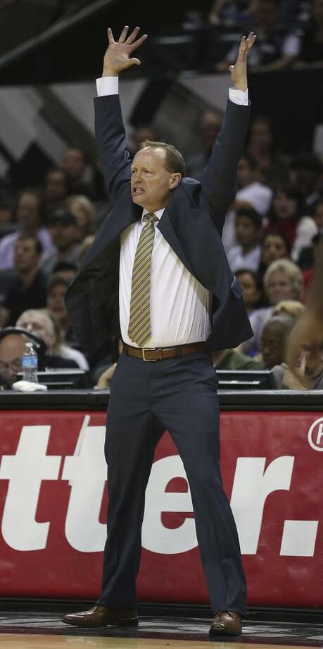 Atlanta Hawks' head coach Mike Budenholzer signals his player during the second half against the San Antonio Spurs at the AT&T Center, Monday, Dec. 2, 2013. The Spurs won 102-100. Photo: Jerry Lara, San Antonio Express-News