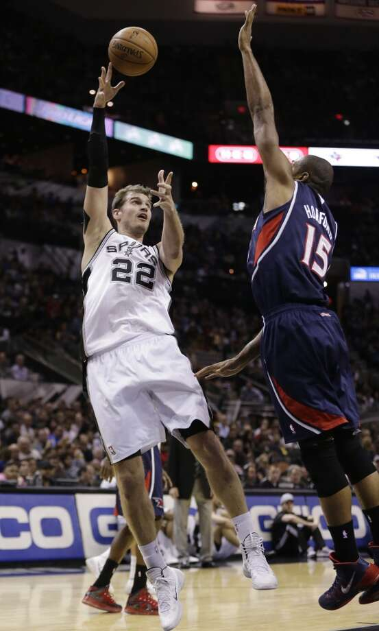 San Antonio Spurs' Tiago Splitter (22), of Brazil, shoots over Atlanta Hawks' Al Horford (15) during the first half of an NBA basketball game, Monday,  Dec. 2, 2013, in San Antonio. Photo: Eric Gay, Associated Press