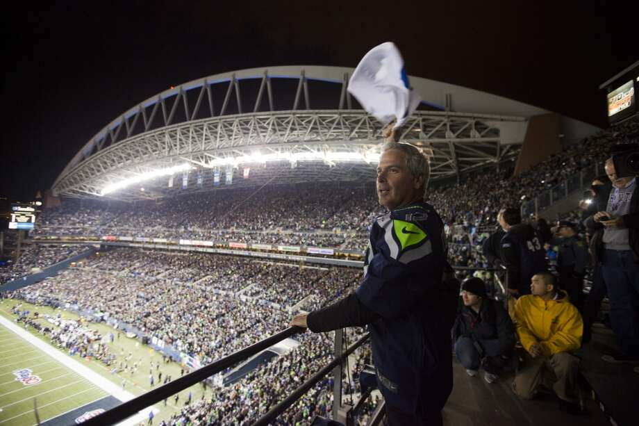 Professional golfer Fred Couples pumps up the crowd before the Seahawks take on the Saints Monday, Dec. 2, 2013, at CenturyLink Field in Seattle. Photo: MARK MALIJAN, SEATTLEPI.COM