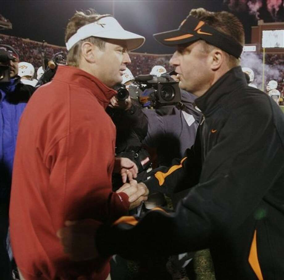 Rare Bedlam showdown where Stoops is out to spoil the season for Oklahoma St. and Gundy. Photo: Sue Ogrocki, AP / AP