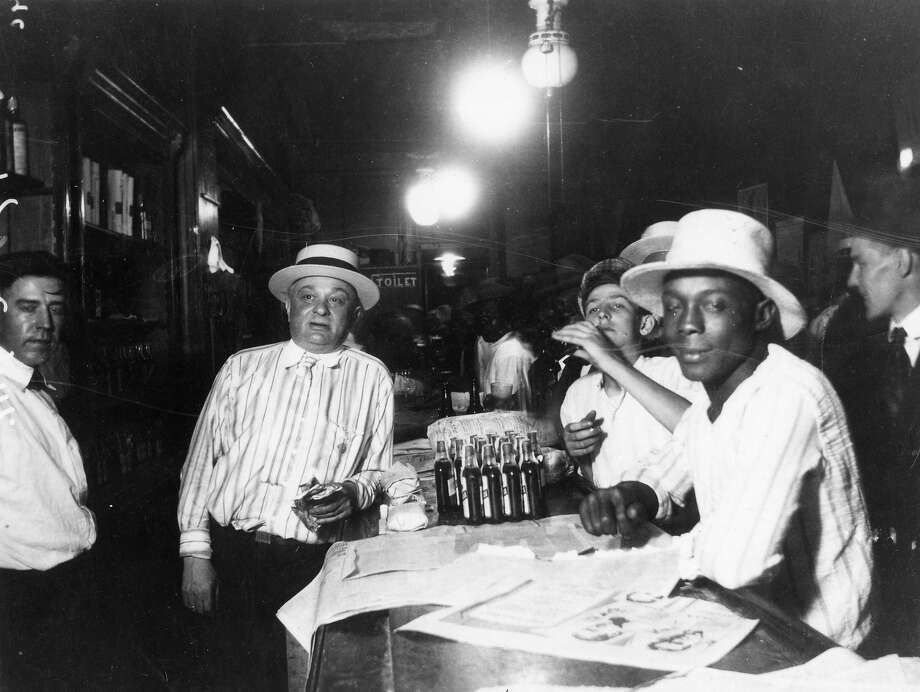 A tavern on the day before prohibition was enacted, showing patrons getting their fill, Covington, Kentucky. Photo: Cincinnati Museum Center, Getty Images / Archive Photos