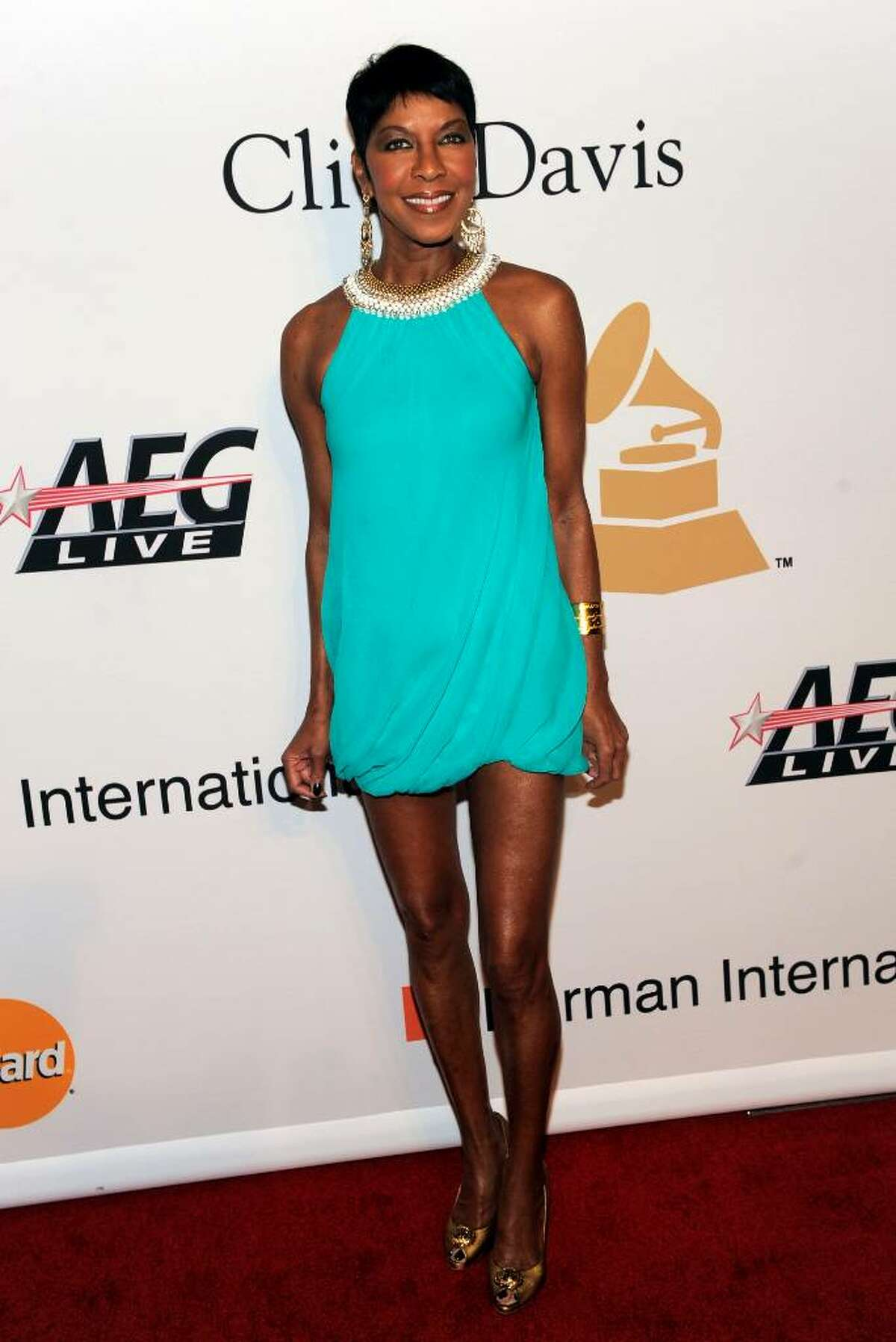 Singer Natalie Cole arrives at the annual Pre-GRAMMY Gala presented by The Recording Academy and Clive Davis on Saturday, Jan. 30, 2010 at The Beverly Hilton Hotel in Beverly, Hills, California. (AP Photo/Chris Pizzello)