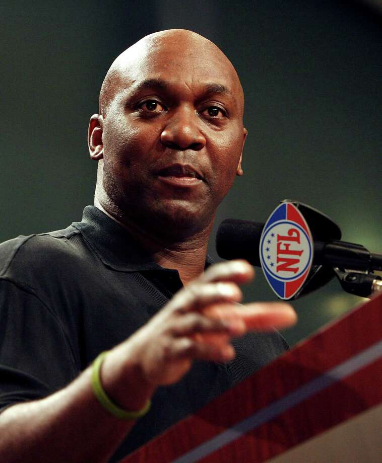 MIAMI - FEBRUARY 03:  Hall of Fame inductee, Thurman Thomas, formerly of the Buffalo Bills, makes his acceptance speech during the Super Bowl XLI Pro Football Hall of Fame Press Conference at the Miami Convention Center on February 3, 2007 in Miami, Florida.  (Photo by Nick Laham/Getty Images) *** Local Caption *** Thurman Thomas Photo: Nick Laham, Staff / Getty Images North America