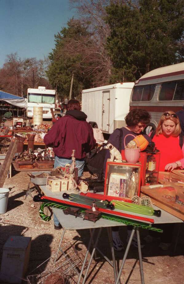 SCR 13 names the town of Canton as the Walking Capital of Texas. Given the community's First Monday Trade Days monthly flea market, it's no wonder. The massive yard sale dates back to the mid-19th century. Photo: Renee Kientz, Houston Chronicle / Houston Chronicle