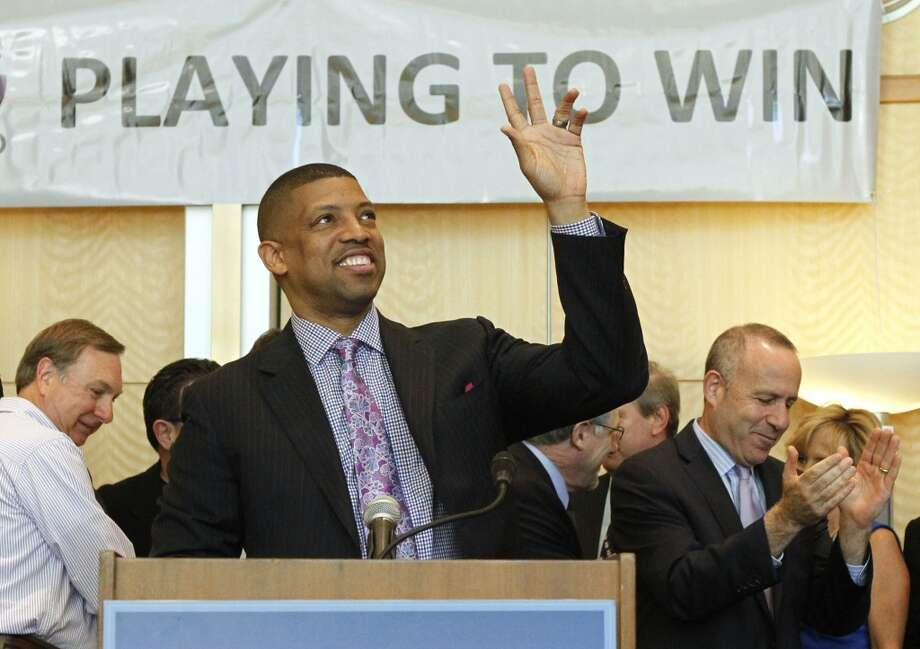The three-time NBA All-Star retired in 2000 and has served as the mayor of Sacramento since 2008. Photo: Rich Pedroncelli, Associated Press
