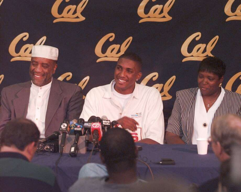 Shareef Abdur-Rahim, seen here with his father William and mother Aminah, averaged 21.1 points per game as a freshman at Cal. He became the first freshman in Pac-10 history to win Conference Player of the Year. Photo: RUSSELL YIP, The Chronicle