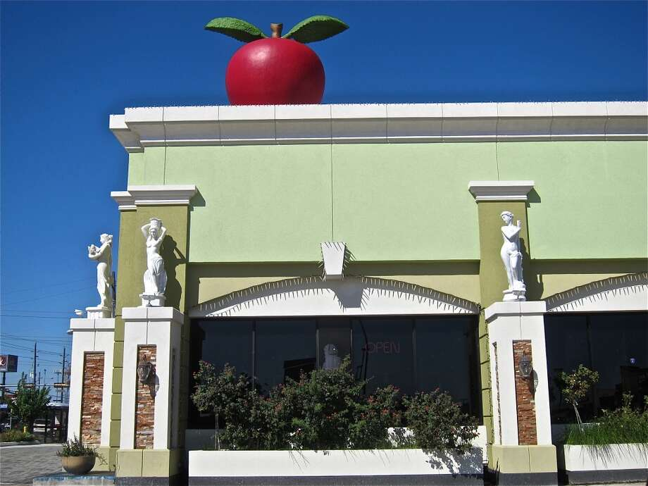 The landmark Apple Dental building marks the turn-in to Pho Hung on Bellaire Blvd. Photo: Alison Cook
