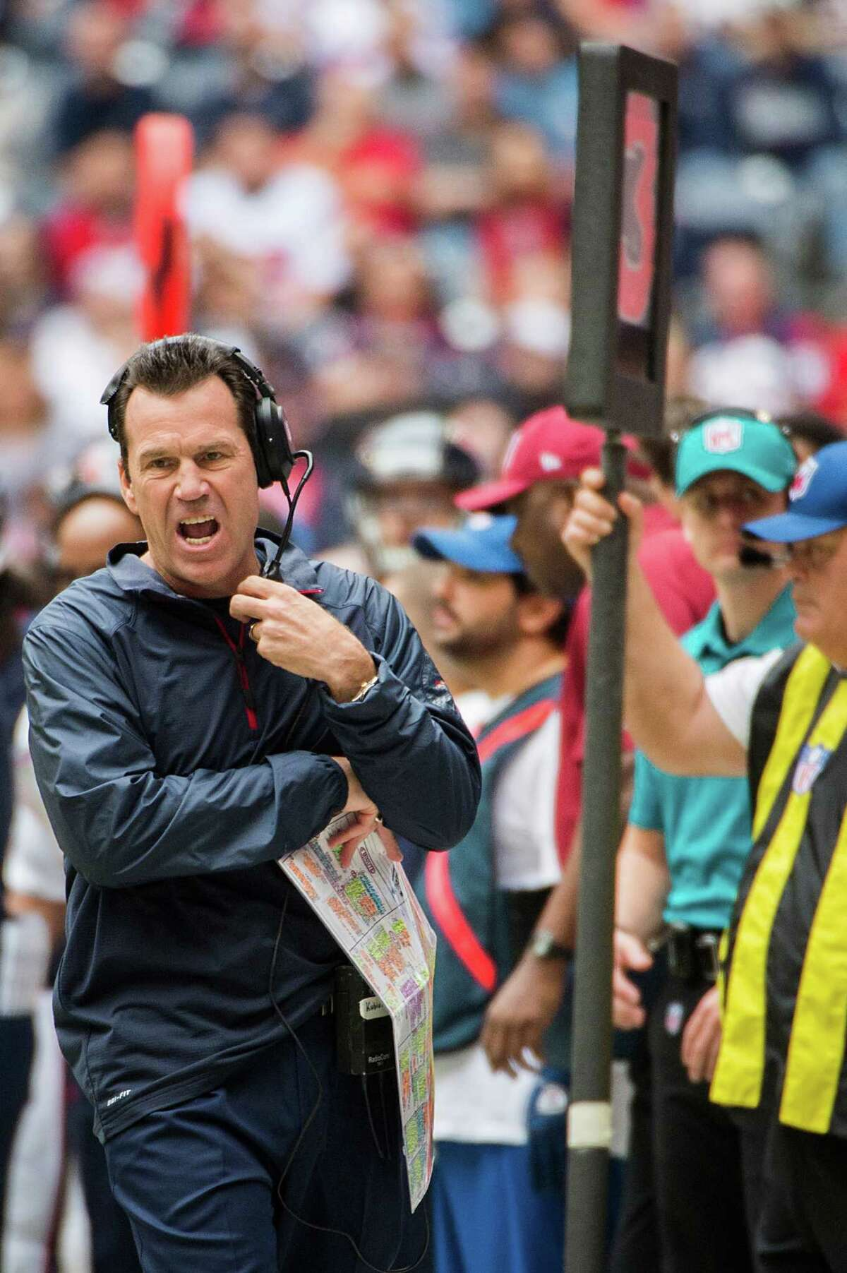 Gary Kubiak shows his displeasure with a failed attempt on third down during the loss to the Patriots.