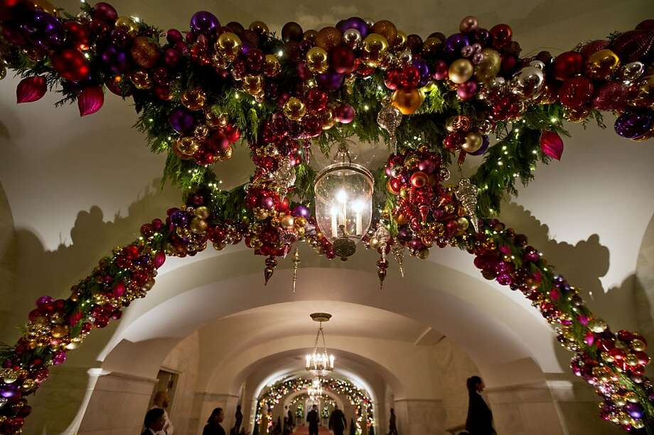 A hallway is filled with decorations in the White House in Washington, Wednesday, Dec. 4, 2013. Photo: Jacquelyn Martin, Associated Press