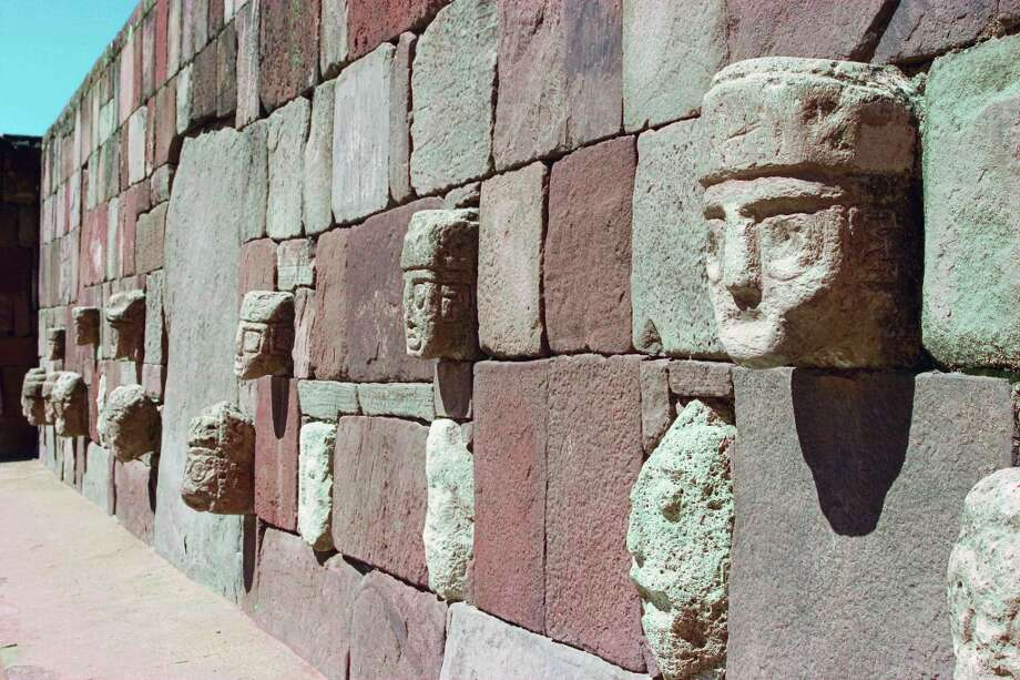 La Paz, Bolivia:Carved stone heads appear in the sunken subterranean court East of the Kalasasaya, built between 400 and 1000 by the  Tiwanaku culture. Photo: © Michele Falzone / Alamy, Www.phaidon.com