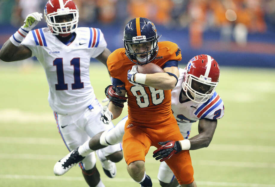 UTSA receiver Aaron Grubb runs for a long gain against Louisiana Tech. A reader expresses pride in the Roadrunners and says they deserve a bowl bid. Photo: Tom Reel / San Antonio Express-News