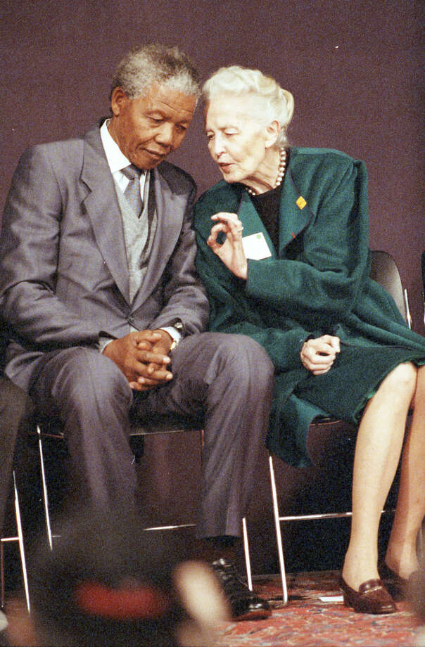 Nelson Mandela and Dominique de Menil at a press conference at the Rothko Chapel, Dec. 7, 1991. Photo: Paul S. Howell, Chronicle File