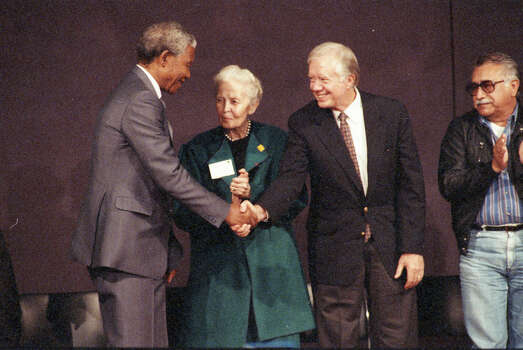 Nelson Mandela, Dominique de Menil and former president Jimmy Carter at a press conference at the Rothko Chapel. Dec. 7, 1991. Photo: Paul S. Howell, Chronicle File