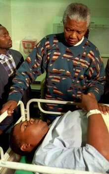 African National Congress (ANC) President Nelson Mandela visits a hospitalized victim of a stampede at an election rally which he addressed in Cape Town, South Africa, 17 April 1994. Three people died and 20 were injured in the stampede. Photo: Getty Images