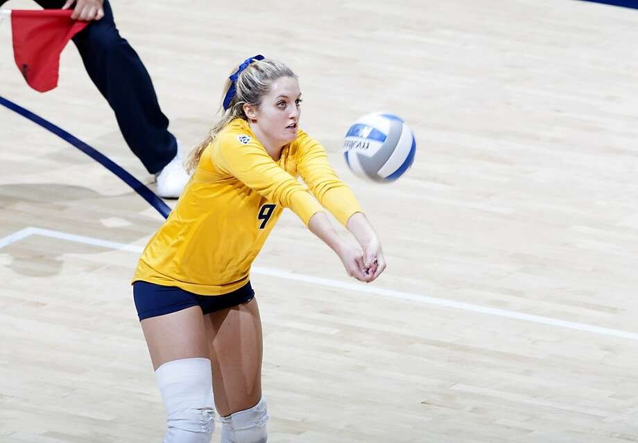 Freshman libero Maddy Kerr tied a Cal record for digs with 33 in the match against Oregon on Oct. 25 Photo: Michael Pimentel / Isiphotos.com, Goldenbearsports.com