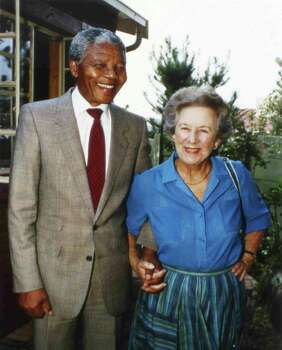 Veteran anti-apartheid ex-member of Parliament, Helen Suzman, right, holds hands with recently released ANC leader Nelson Mandela, when Suzman visited Mandela at his Soweto home, Feb. 26, 1990. Photo: John Parkin, Wire / AP1990