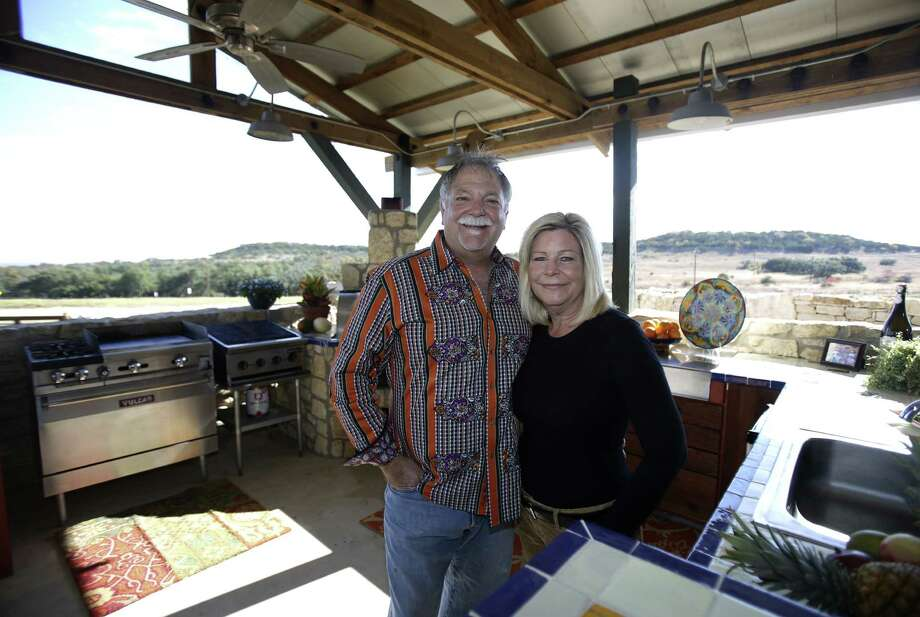 Curt and Brenda Crumrine enjoy their outdoor cantina/kitchen in Boerne. Photo: Photos By Helen L. Montoya / San Antonio Express-News