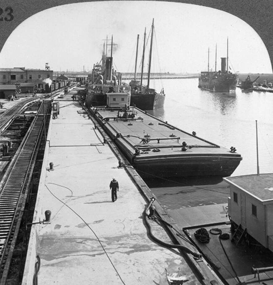 Oil tanker and barge docked at Arthur's Harbour around 1900-1930. Railroad tracks (left) enable trains to receive oil shipments from the boats.  (Photo by Keystone-France/Gamma-Keystone via Getty Images) Photo: Keystone-France, Gamma-Keystone Via Getty Images / 1900 Keystone-France