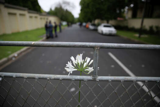 Flowers in a baracade on December 6, 2013, in Johannesburg, South Africa. The Father of the Nation, Nelson Mandela, Tata Madiba, passed away quietly on the evening of December 5, 2013 at his home in Houghton with family. Photo: Sunday Times, Getty Images / 2013 Gallo Images (PTY) LTD