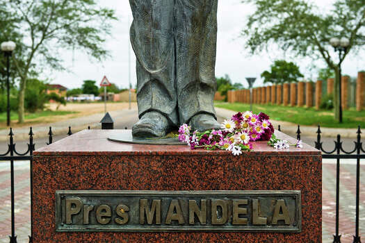 The Mandela statue on Mandela Square on December 6, 2013 in  Hammanskraal, South Africa. The Father of the Nation, Nelson Mandela, Tata Madiba, passed away quietly on the evening of December 5, 2013 at his home in Houghton with family. Photo: Foto24, Getty Images / 2013 Gallo Images (PTY) LTD