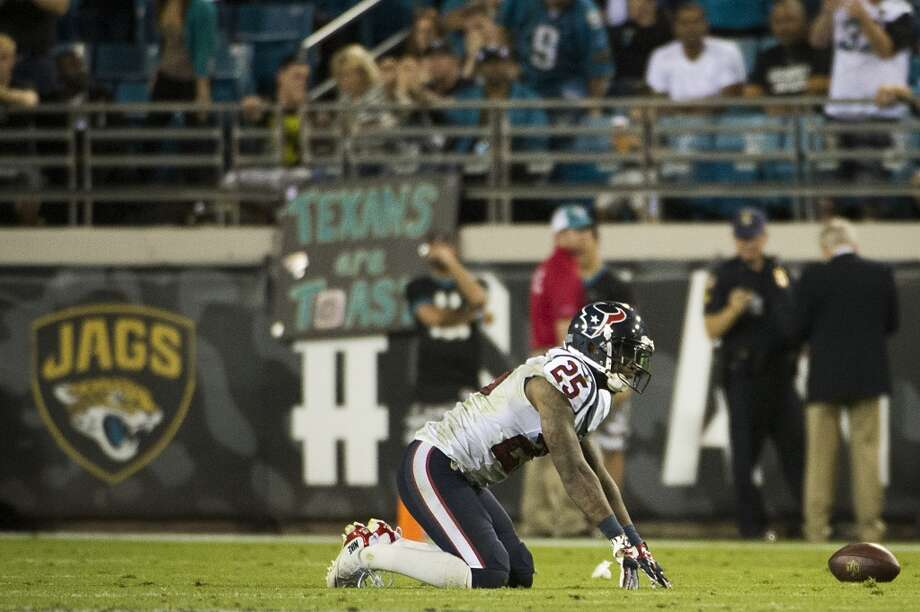 Texans cornerback Kareem Jackson (25) reacts after his pass interference penalty gave the Jaguars a first down. Photo: Smiley N. Pool, Houston Chronicle