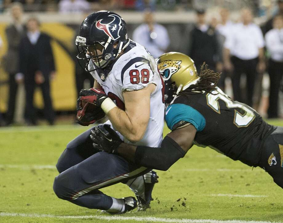 Texans tight end Garrett Graham (88) scores on a 5-yard touchdown pass from Matt Schaub. Photo: Smiley N. Pool, Houston Chronicle