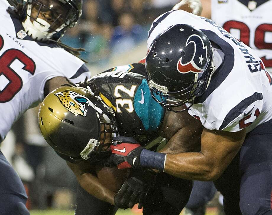 Texans inside linebacker Darryl Sharpton (51) brings down Jaguars running back Maurice Jones-Drew. Photo: Smiley N. Pool, Houston Chronicle