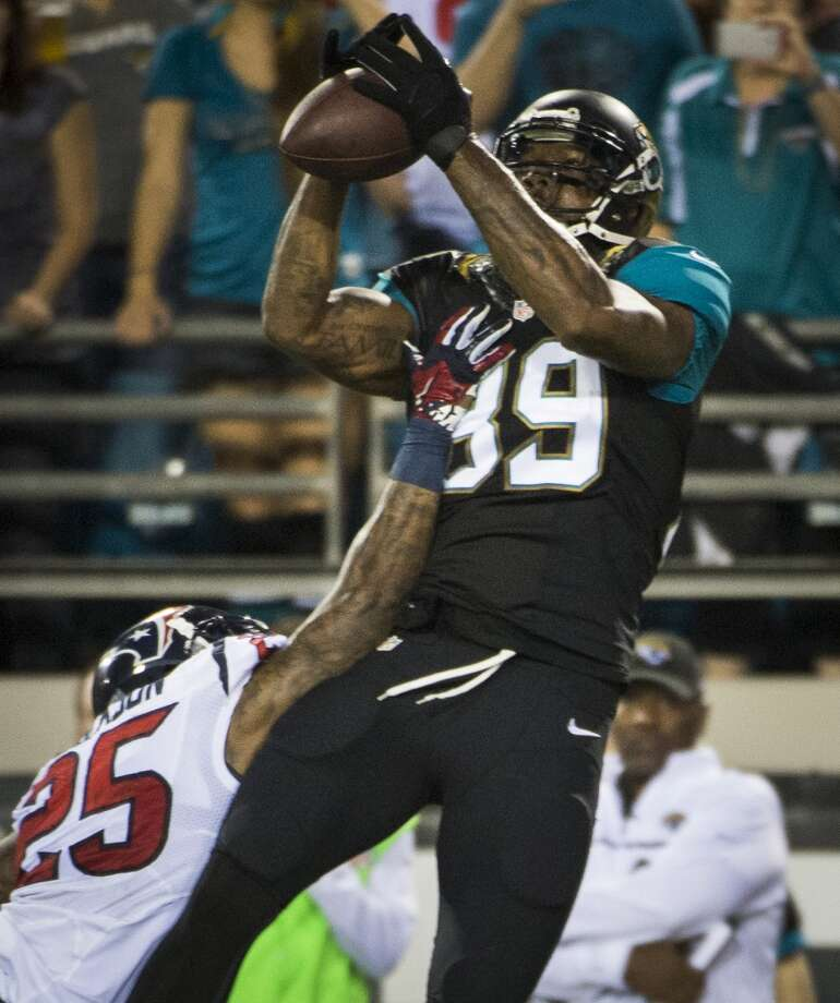 Jaguars tight end Marcedes Lewis (89) catches a touchdown pass over Texans cornerback Kareem Jackson. Photo: Smiley N. Pool, Houston Chronicle