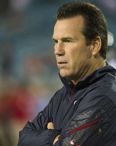 Texans head coach Gary Kubiak watches as the teams warm up. Photo: Smiley N. Pool, Houston Chronicle