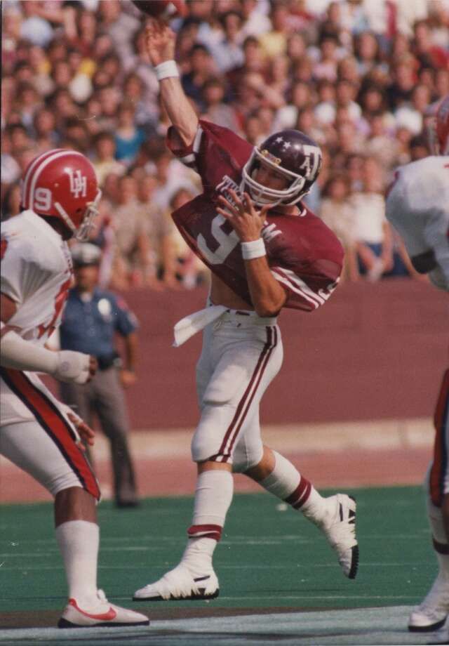 Gary Kubiak attempts a pass against UH. Photo: Houston Post File Photo