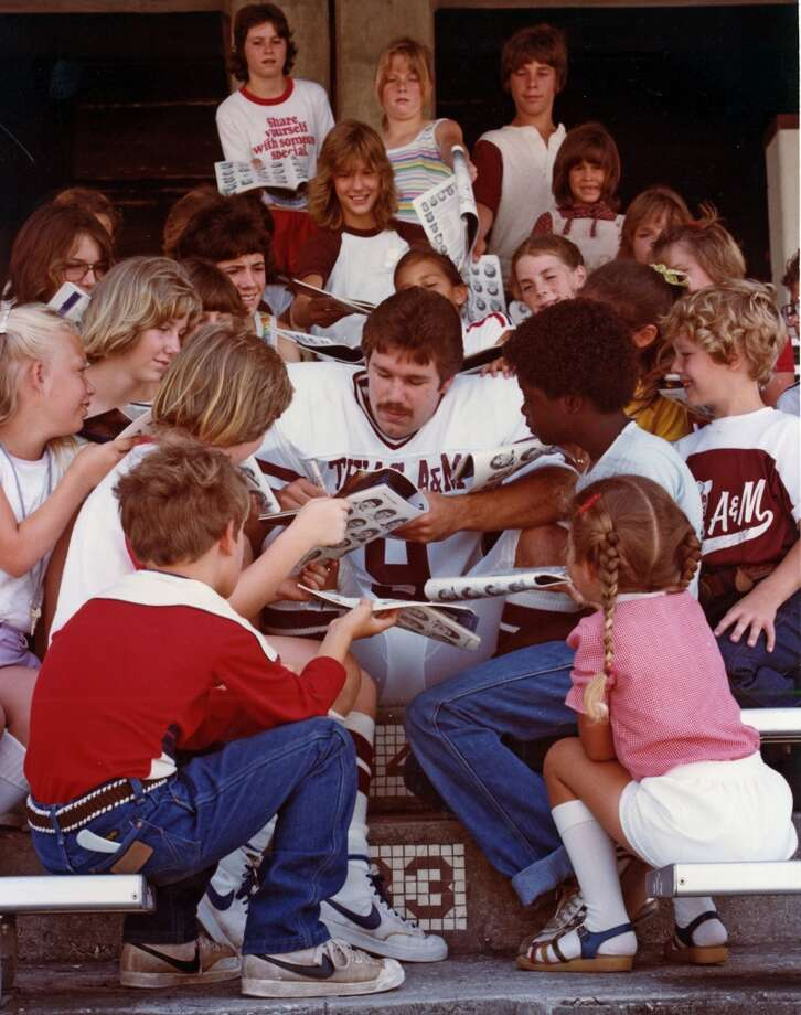 Gary Kubiak signing autographs for young Aggies fans in 1982. Photo: File Photo