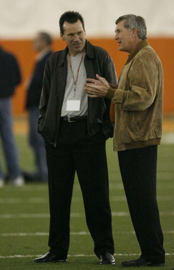 Gary Kubiak talks with Texas coach Mack Brown at the UT Pro Day in Austin on March 22, 2006. Photo: Kevin Fujii, Houston Chronicle