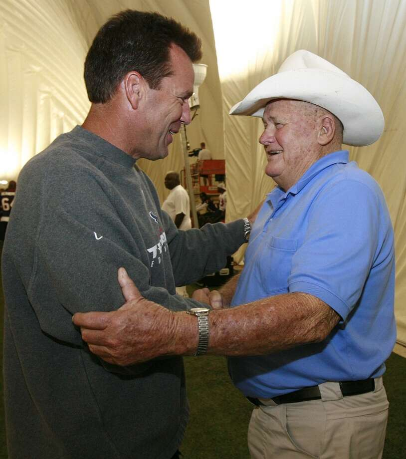 Gary Kubiak shakes hands with former Oilers head coach Bum Phillips at the start of Kubiak's first training camp with the team. Kubiak was a ballboy for the Oilers during the Luv Ya Blue days. Photo: James Nielsen , Houston Chronicle