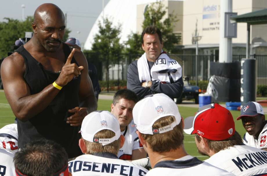 Gary Kubiak, right, looks on as boxing legend Evander Holyfield speaks to the Texans during OTAs in May 2007. Photo: James Nielsen, Houston Chronicle