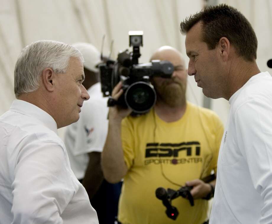 Gary Kubiak talks with then Texas A&M head football coach Dennis Franchione during training camp in 2007. Photo: Brett Coomer, Houston Chronicle