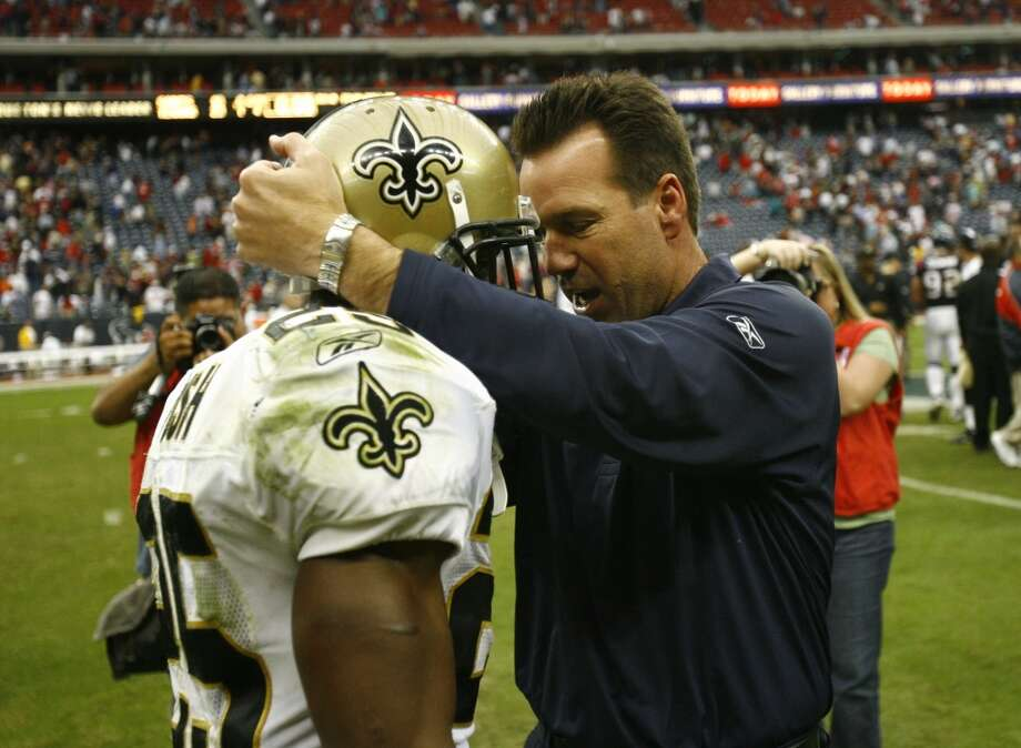 Gary Kubiak talks with Saints running back Reggie Bush after a Texans' 23-10 win on Nov. 18, 2007. The Texans passed on Bush in the 2006 draft. Instead, they chose Mario Williams with the No. 1 overall pick. Photo: Nick De La Torre, Houston Chronicle