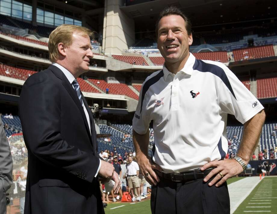 Gary Kubiak talks with NFL commissioner Roger Goodell before the Texans hosted the Indianapolis Colts on Oct. 5, 2008. Photo: Brett Coomer, Houston Chronicle