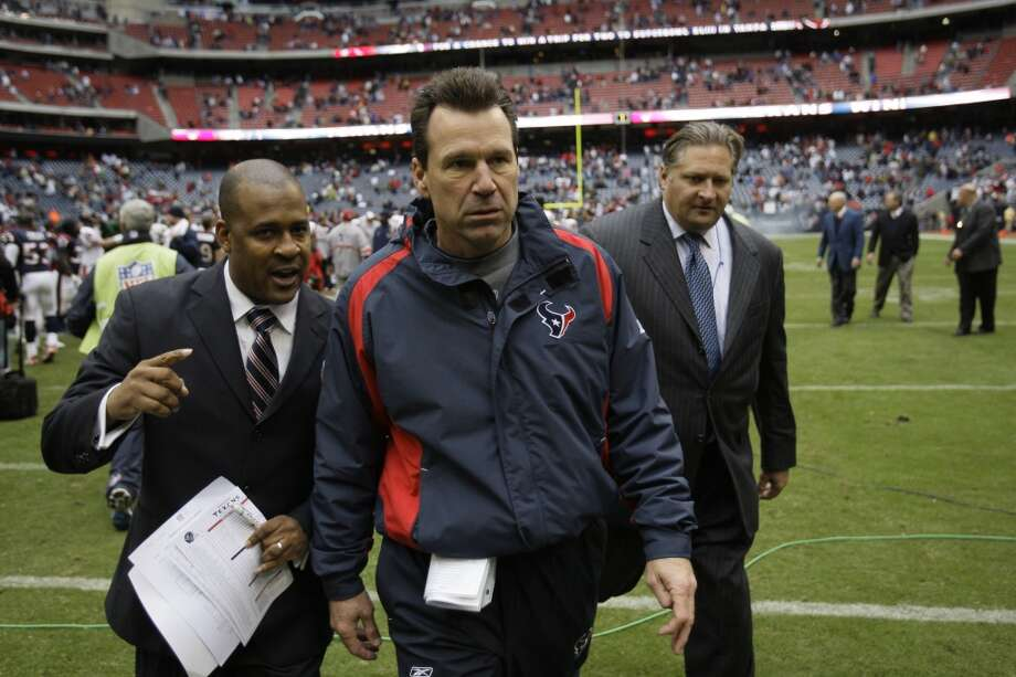 Gary Kubiak walks off the field following the Texans' 2008 season finale, a 31-24 win over the Chicago Bears Dec. 28, 2008. The Texans finished the season with an 8-8 record. Photo: Brett Coomer, Houston Chronicle