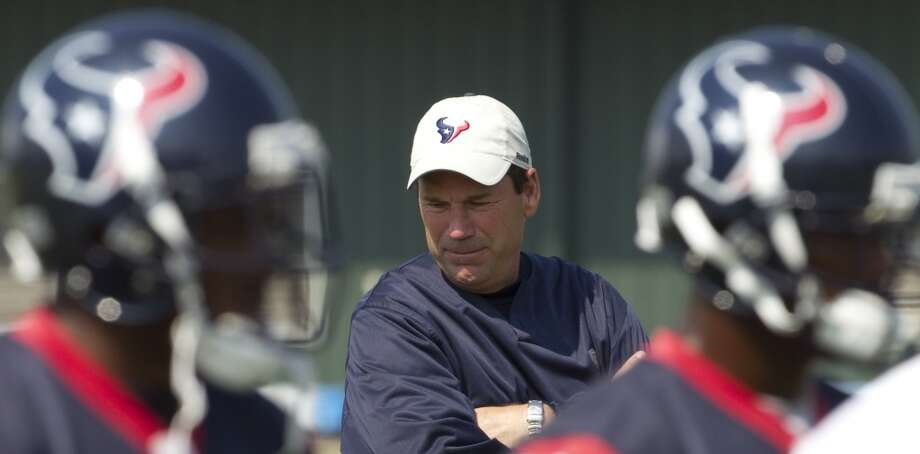 Gary Kubiak looks on during OTAs on May 27, 2010. Photo: Brett Coomer, Houston Chronicle