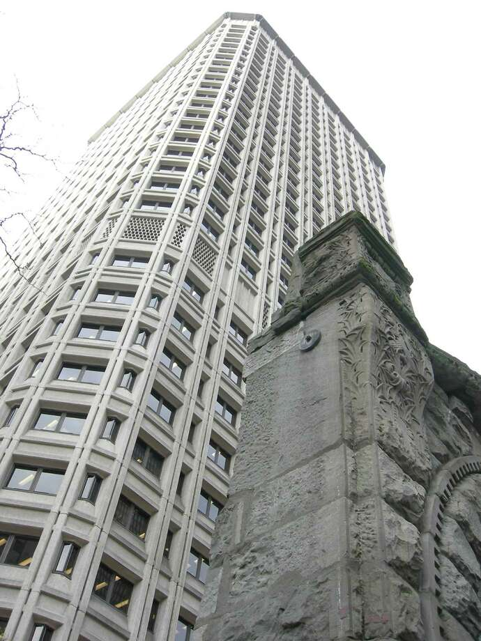 "The Henry M. Jackson Federal Building, in Downtown Seattle (1974). The foreground shows part of the main arch of the Burke Building, which used to stand there. Bassetti told HistoryLink.org that the original design featured a brick exterior, which ""unfortunately got value-engineered out as too costly."" Photo: Joe Mabel, Wikimedia Commons"